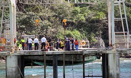 اجساد کشف شده از پناهجویان کشتی اول که حدود 70 نفر مسافر داشته و که زن و کودک همراه داشتند