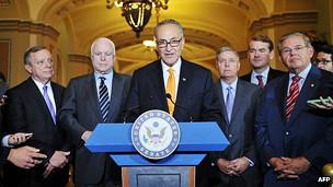 این طرح را هشت سناتور از هر دو حزب آمریکا پیشنهاد دادهاند