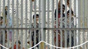 پناه جویان در بازداشت (AAP)