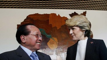 Friends in need: Julie Bishop meets Hor Nam Hong. Photo: Reuters