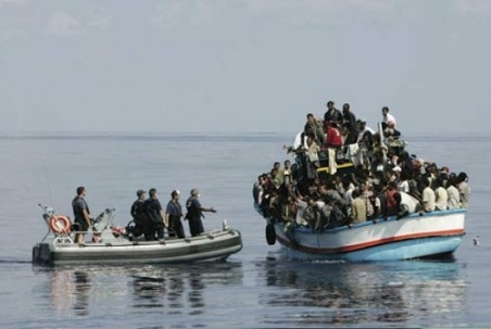 italian-Navy-immigrants-boat
