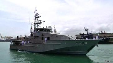 وزیر مهاجرت استرالیا برای اهدا دو ناوچه گشتی ساحلی به سری لانکا به آن کشور سفر کرده است